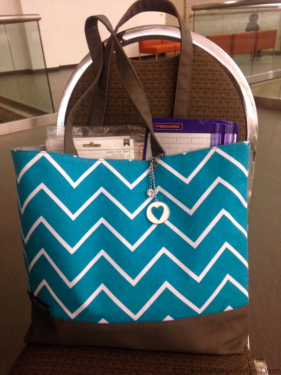 scrapbooking on the go shoulder tote
